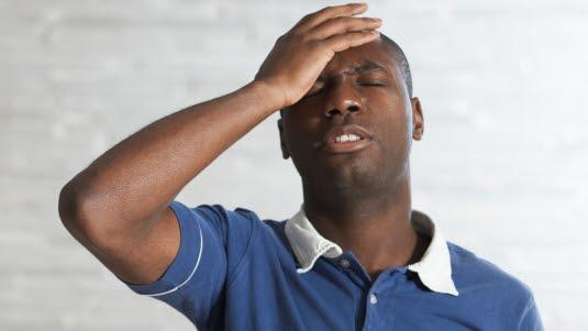 smerter bak øyet hodepine
