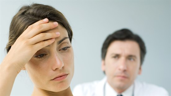 smerter i nedre del av magen gravid eldre dame yngre mann